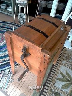 Standing Butter Churn with Lid & Crank-b30009