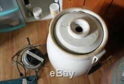 Vintage Dixie maid electric churn in working condition 4 Gallon stoneware elect